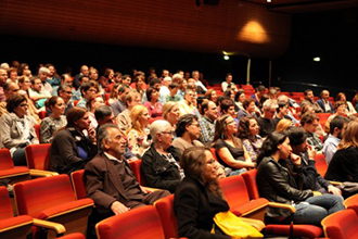 Publikum des 1. IFF